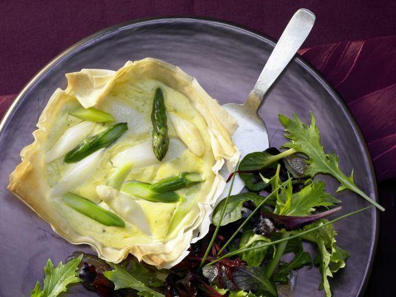 Spargel-Tartelettes von grünem und weißem Spargel mit Bärlauch-Pesto