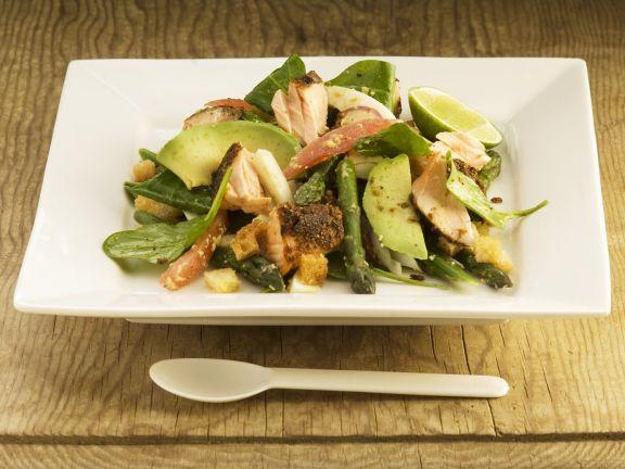 Spargelsalat mit Avocado und Lachs
