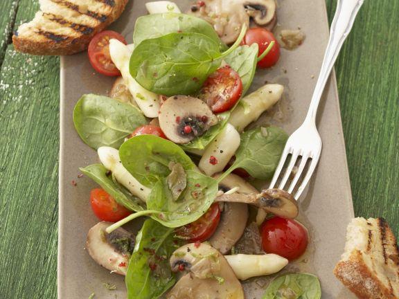 Spargelsalat mit Spinat und Champignons