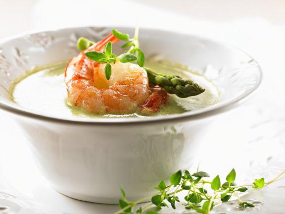 Spargelsuppe mit Shrimps