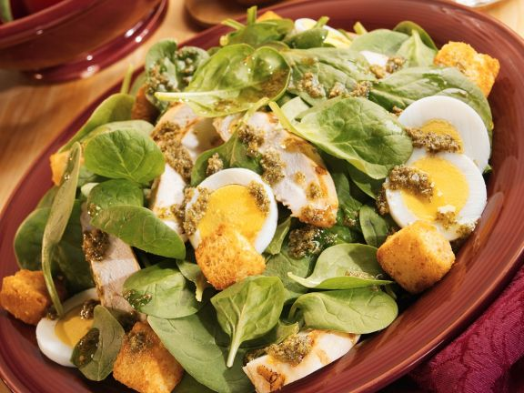 Spiantsalat mit gebratener Hähnchenbrust