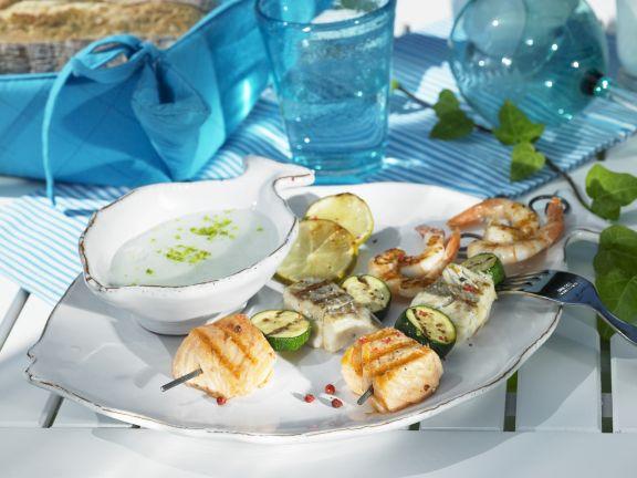 Spieße mit Meeresfrüchten vom Grill
