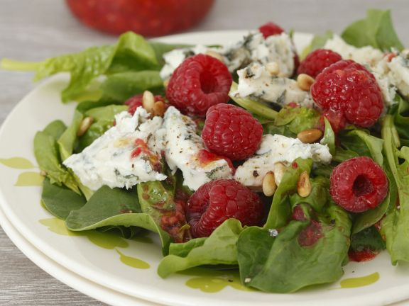 spinat himbeer salat mit gorgonzola rezept eat smarter. Black Bedroom Furniture Sets. Home Design Ideas