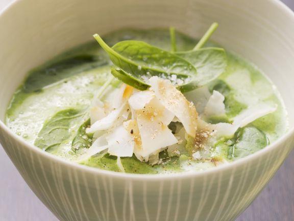 Spinat-Knoblauch-Suppe mit Kokoschips