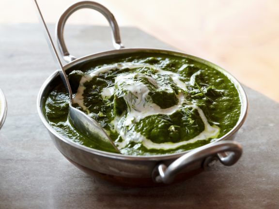 Spinat mit Käsewürfeln auf indische Art ( Palek Paneer)