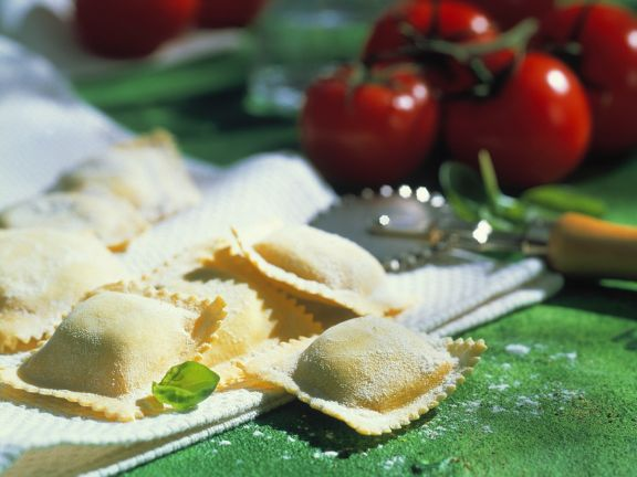 Spinat-Ravioli mit Tomatensauce