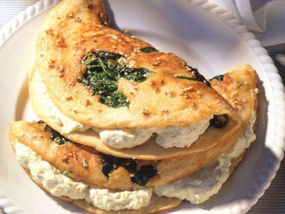 Spinat-Sesam-Pfannkuchen mit Käsecreme
