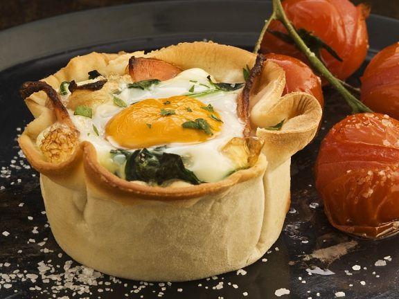 Spinatküchlein mit Speck und Ei