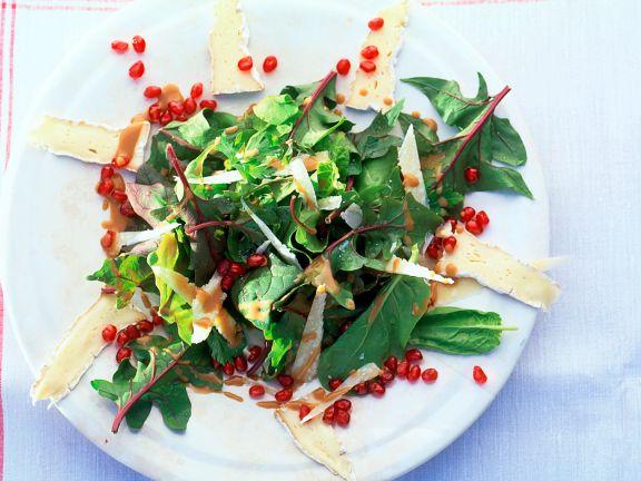 Spinatsalat mit Käse und Granatapfel