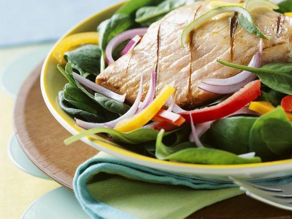 Spinatsalat mit Lachs vom Grill