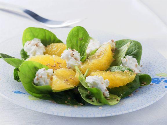 Spinatsalat mit Orangen und Frischkäse