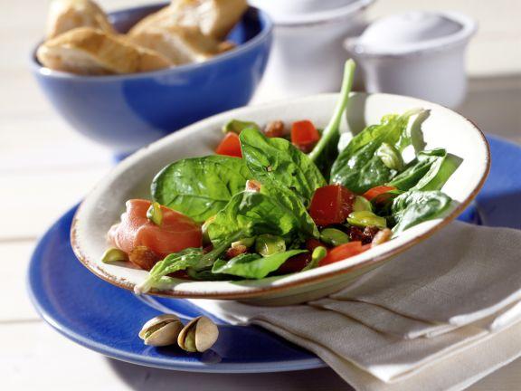 Spinatsalat mit Pistazienkernen und Schalotten-Vinaigrette