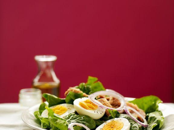 Spinatsalat mit Thunfisch und Ei