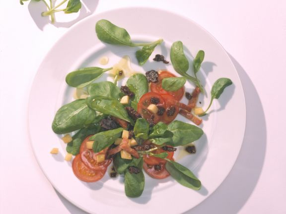 Spinatsalat mit würzigen Pumpernickel-Croûtons