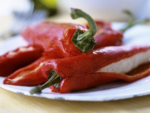 Spitzpaprika mit Fischcreme-Füllung