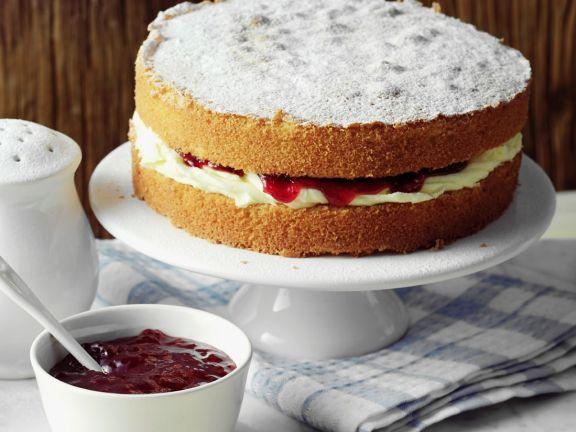 Sponge Cake mit Himbeerkonfitüre