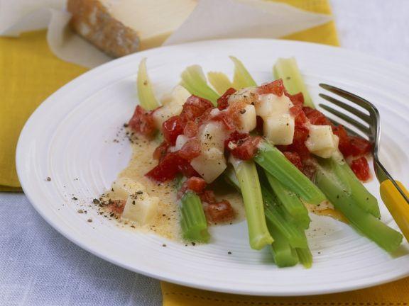 Stangensellerie mit Tomaten-Käse-Soße (Taleggio)