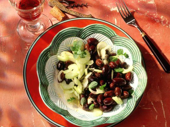 Staudensellerie-Oliven-Salat