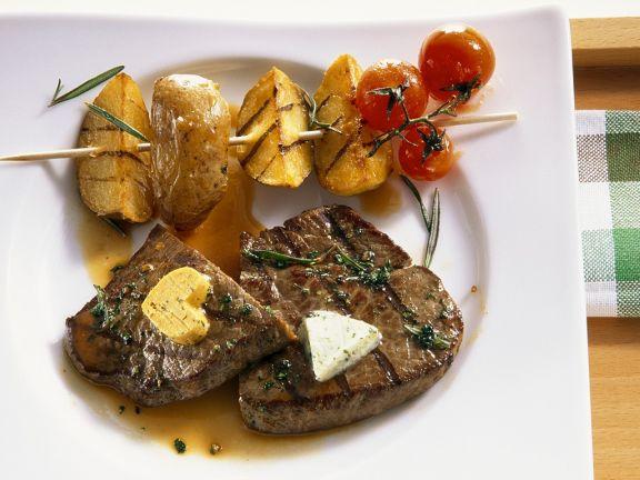 Steak mit Kartoffelspieß vom Grill
