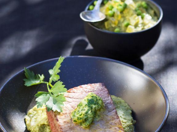 Steak mit Kräuterbutter und grünem Püree