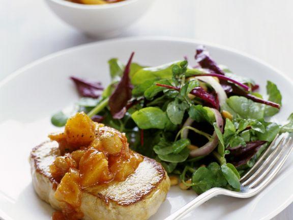Steak vom Schwein mit Mangochutney und gemischtem Salat