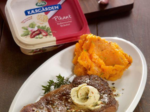 Steaks mit Arla Kærgården Pikant Topping