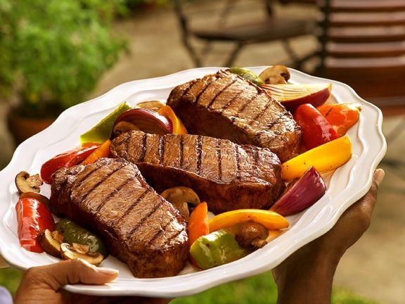 Steaks mit Gemüse vom Grill