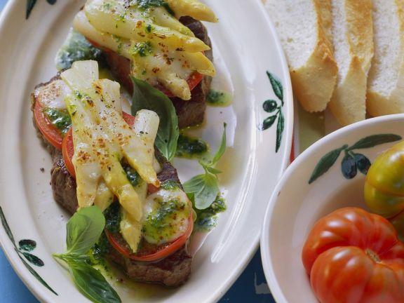 Steaks mit Spargelhaube