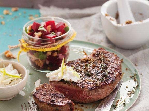 Steaks mit Steinpilzsalz und Meerrettichdip