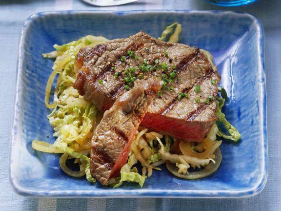 Steaks vom Grill mit Wirsinggemüse