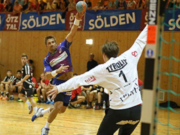 Stefan Schröder (l.) ist einer der besten Rechtsaußen weitweit. © HSV Handball