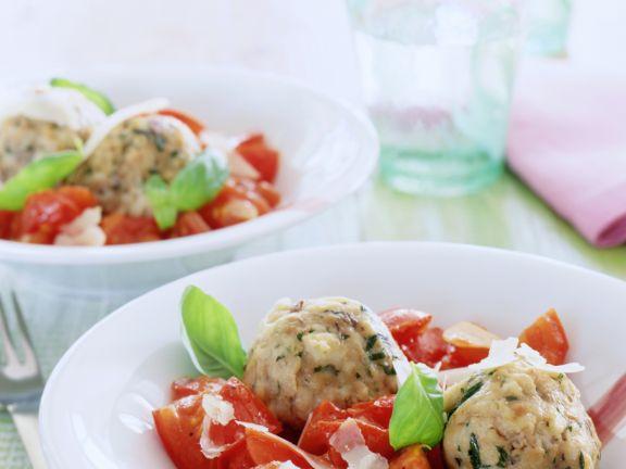 Steinpilz-Semmelknödel mit Tomaten