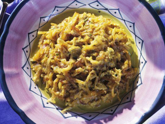 Stockfisch mit Zwiebeln, Ei und Kartoffeln