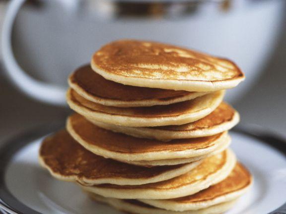Süße Pancakes mit Honig