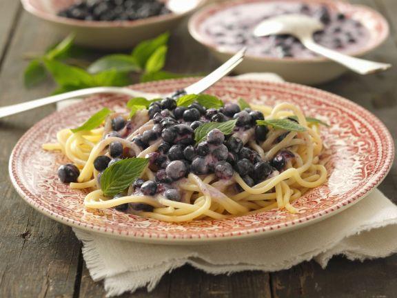 Süße Pasta mit Blaubeersauce