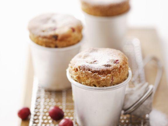 Süße Soufflees mit Cranbeeries