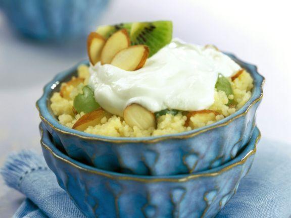 Süßer Couscous mit Kiwis und Mandeln