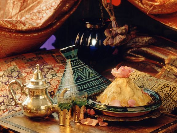 Süßes Couscous mit Aprikosen und Korinthen
