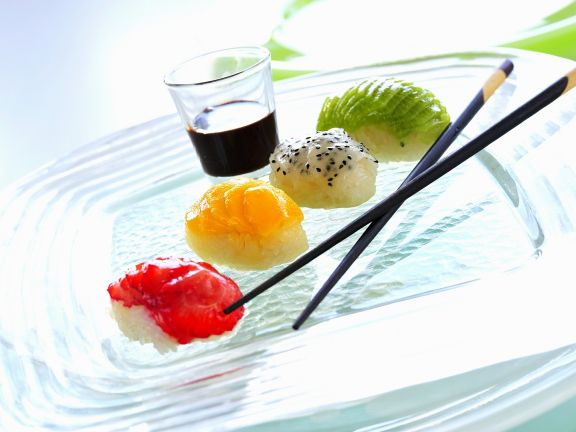 Süßes Früchte-Sushi
