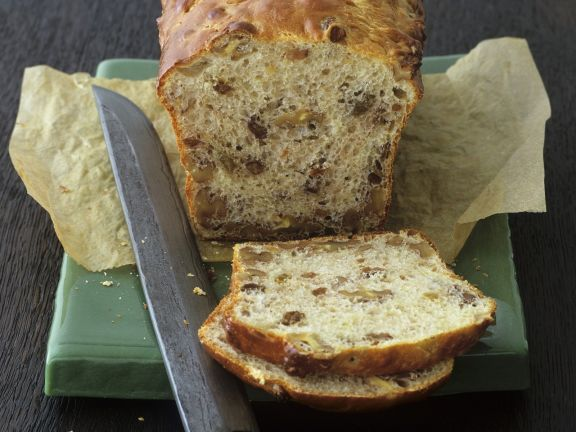 Süßes Walnuss-Sultaninen-Brot