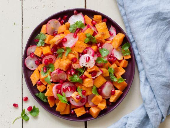 Süßkartoffel-Radieschen-Pfanne mit Granatapfelkernen