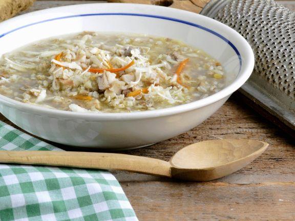 Suppe aus Schweinshaxe und Wintergemüse (Klachelsuppe)