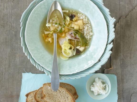 Suppe aus Steckrüben mit Kassler und Trockenobst