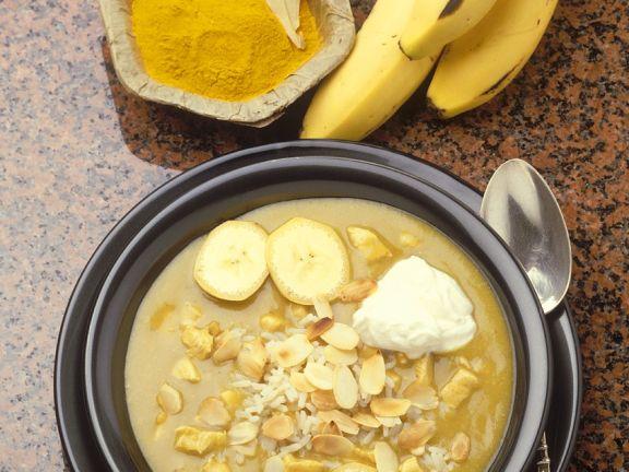 Suppe mit Bananen und Mandeln