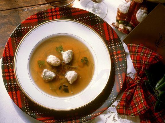 Suppe mit Brätklößchen