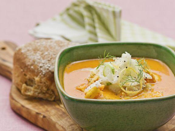 Suppe mit Garnelen und Fenchel