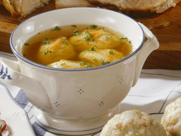 Suppe mit Grießnockerl