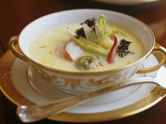Suppe mit Hummer und Chicorée