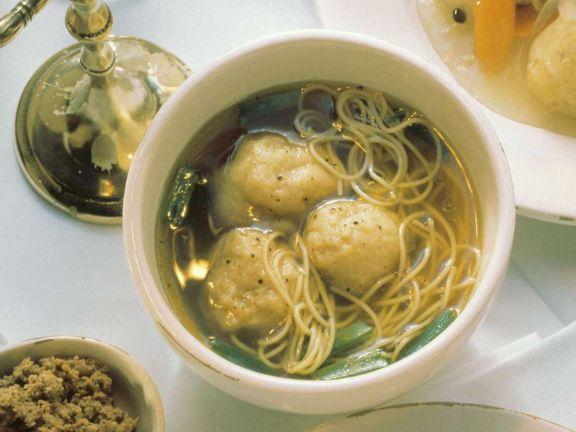 Suppe mit Matzeknödeln