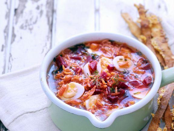 Suppe mit Roter Bete, Reis und Wachteleiern
